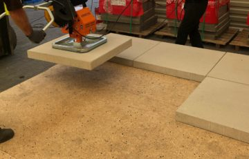 Montaż płyt betonowych z pomocą Mickeya155 w DrogBruk [zdjęcia]